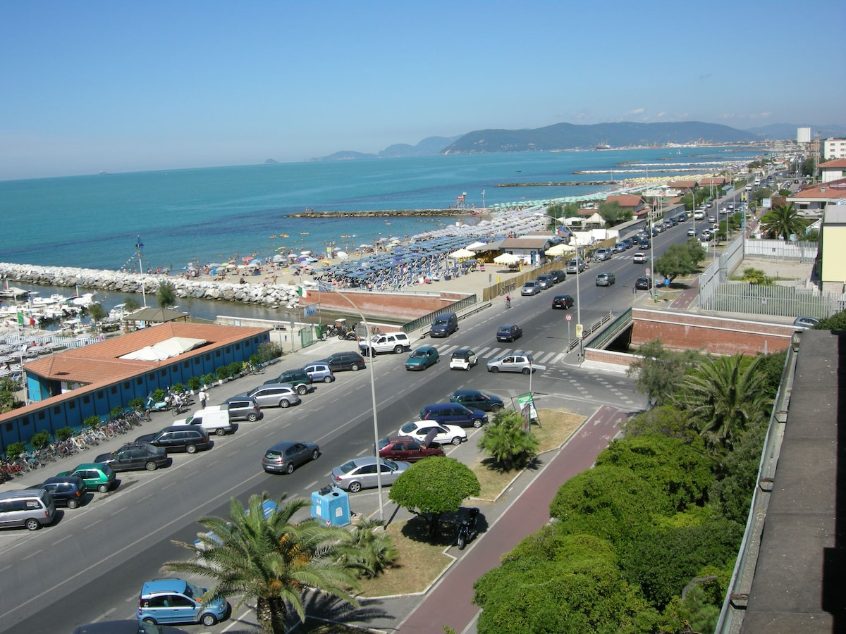 Marina di Massa 300mt by the beach