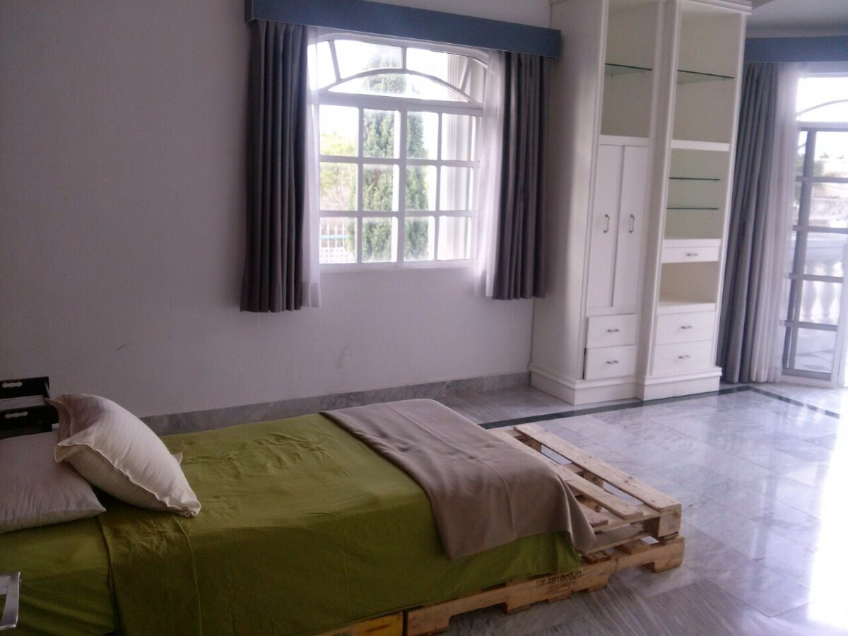 Single bed/Near Cancun airport