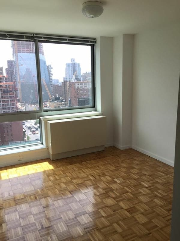 1BD in High Rise Luxury Building