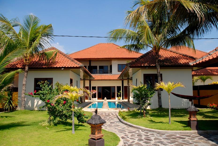 Oceanfront Holiday Villa North Bali