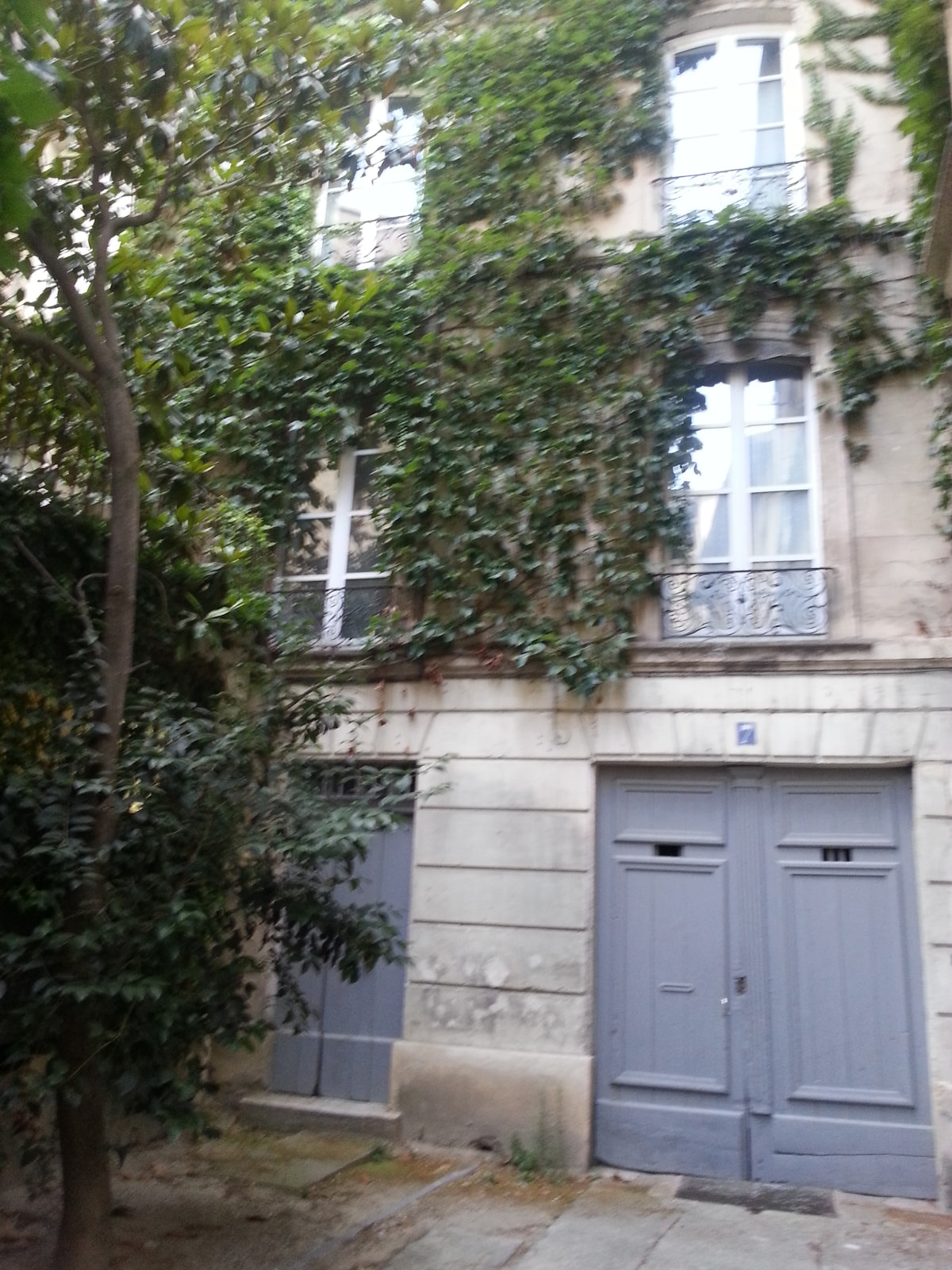 2 room apartment in an old building