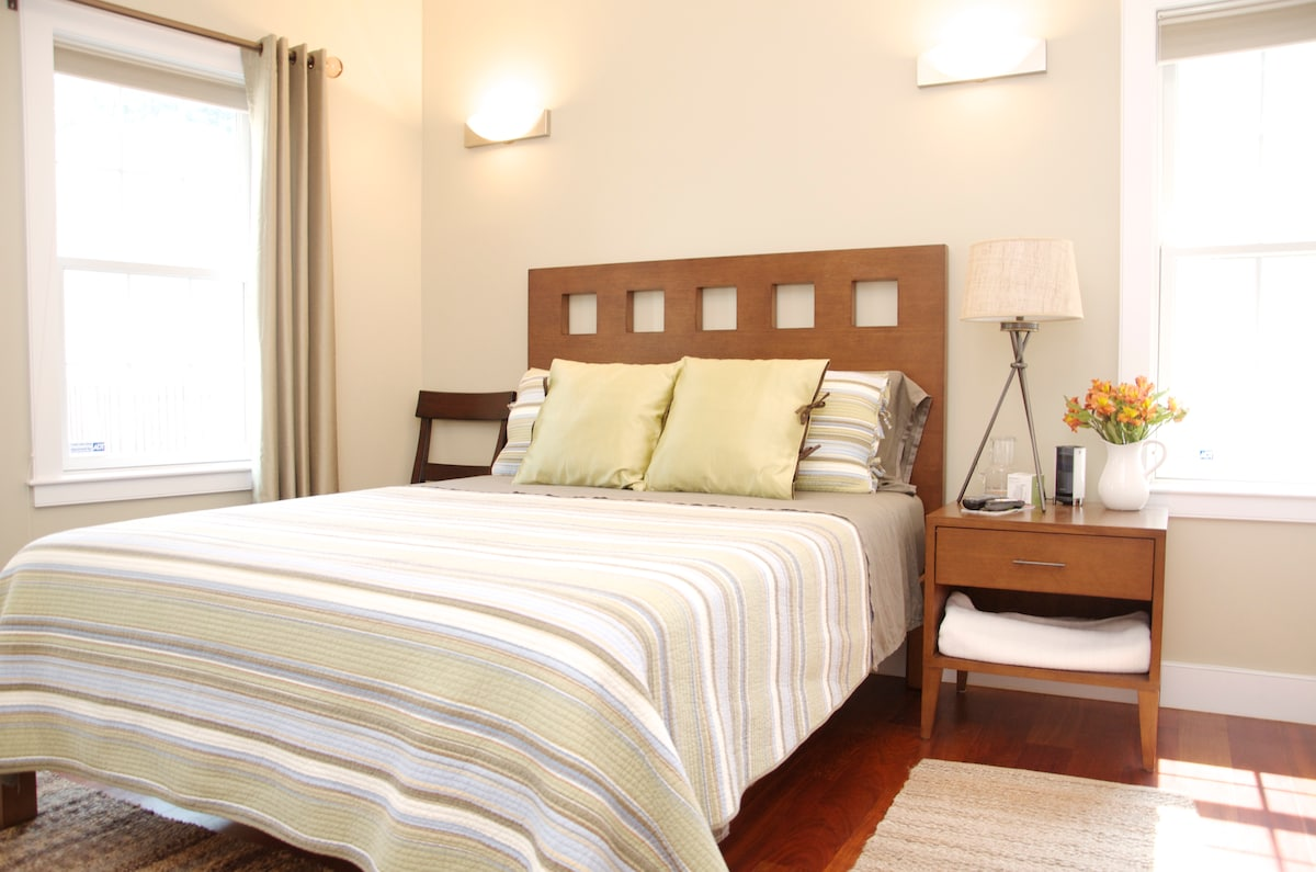 Furnished Room in Luxurious Condo