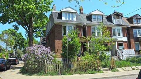 2Br in the Heart of Leslieville