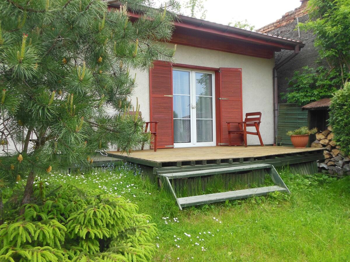 Piekny domek w ogrodzie dla 2 osob