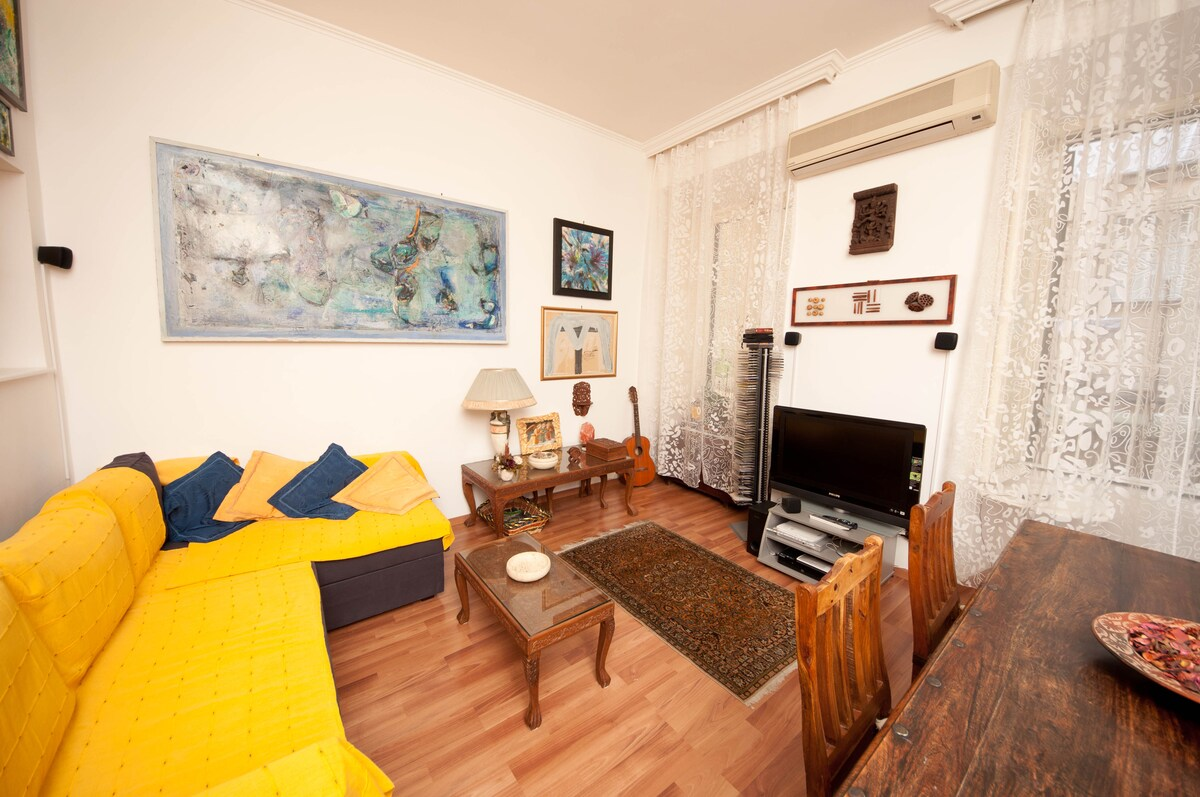 living room, TV LCD, AC