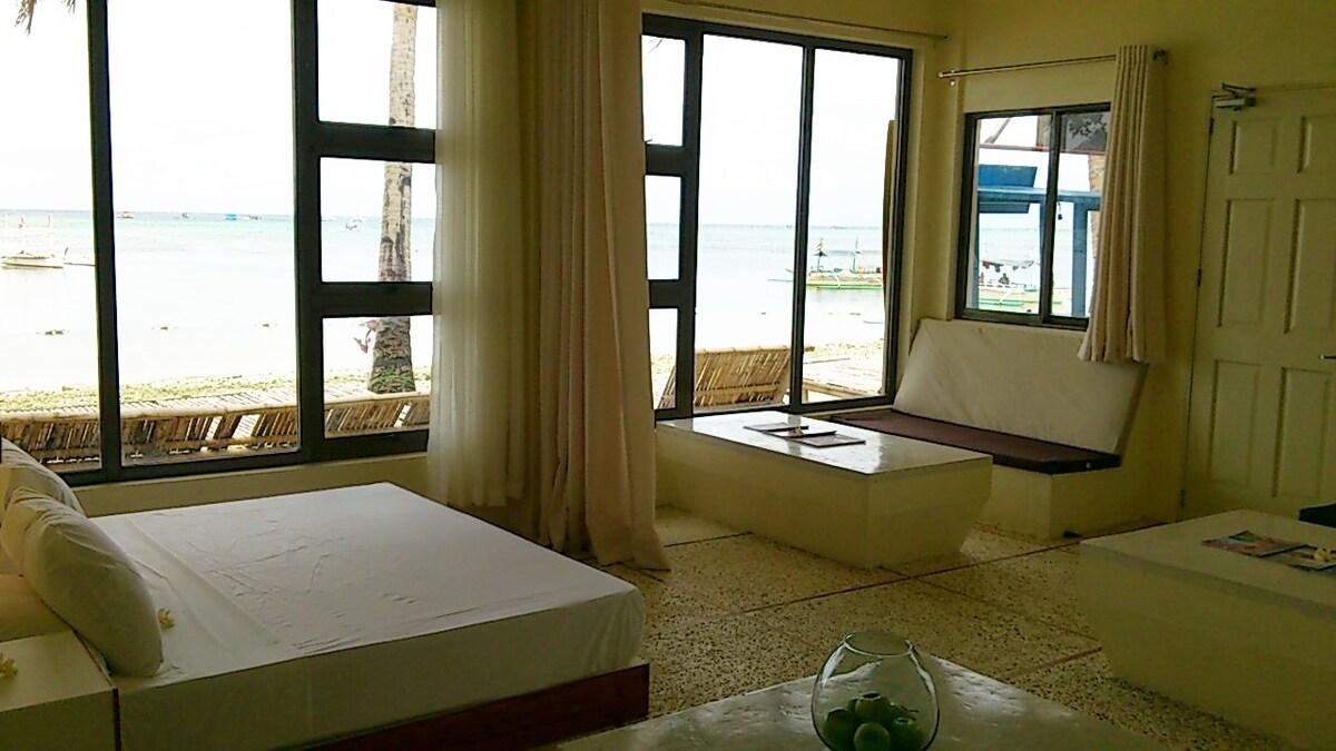 Absolute Beachfront 1 Bedroom Apt