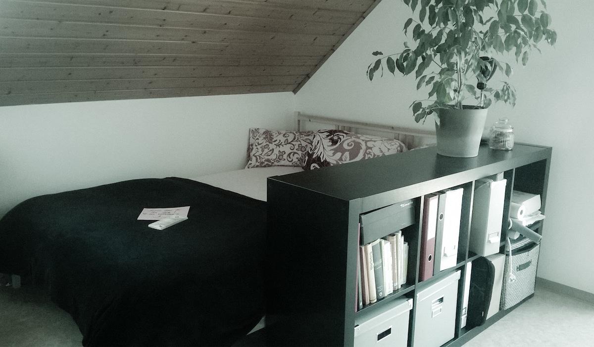 Zimmer mit eigenem Bad und Balkon