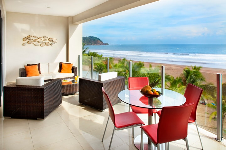 Ocean front terrace with amazing views