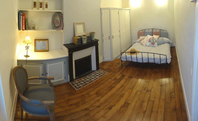 Renovated in 2012. Traditional Parisian features kept. Furniture handmade. Bedroom: standard double bed. New mattress Feb 2014. Cupboard with hanging space. Small sofa. Sheets & towels provided.