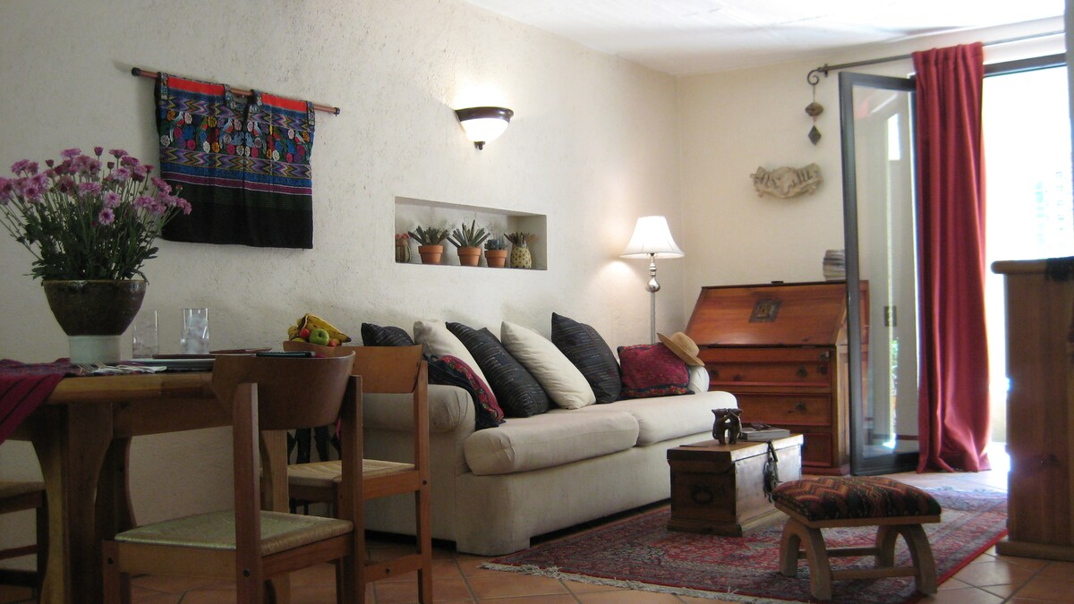 Owner's Charming Garden Apartment