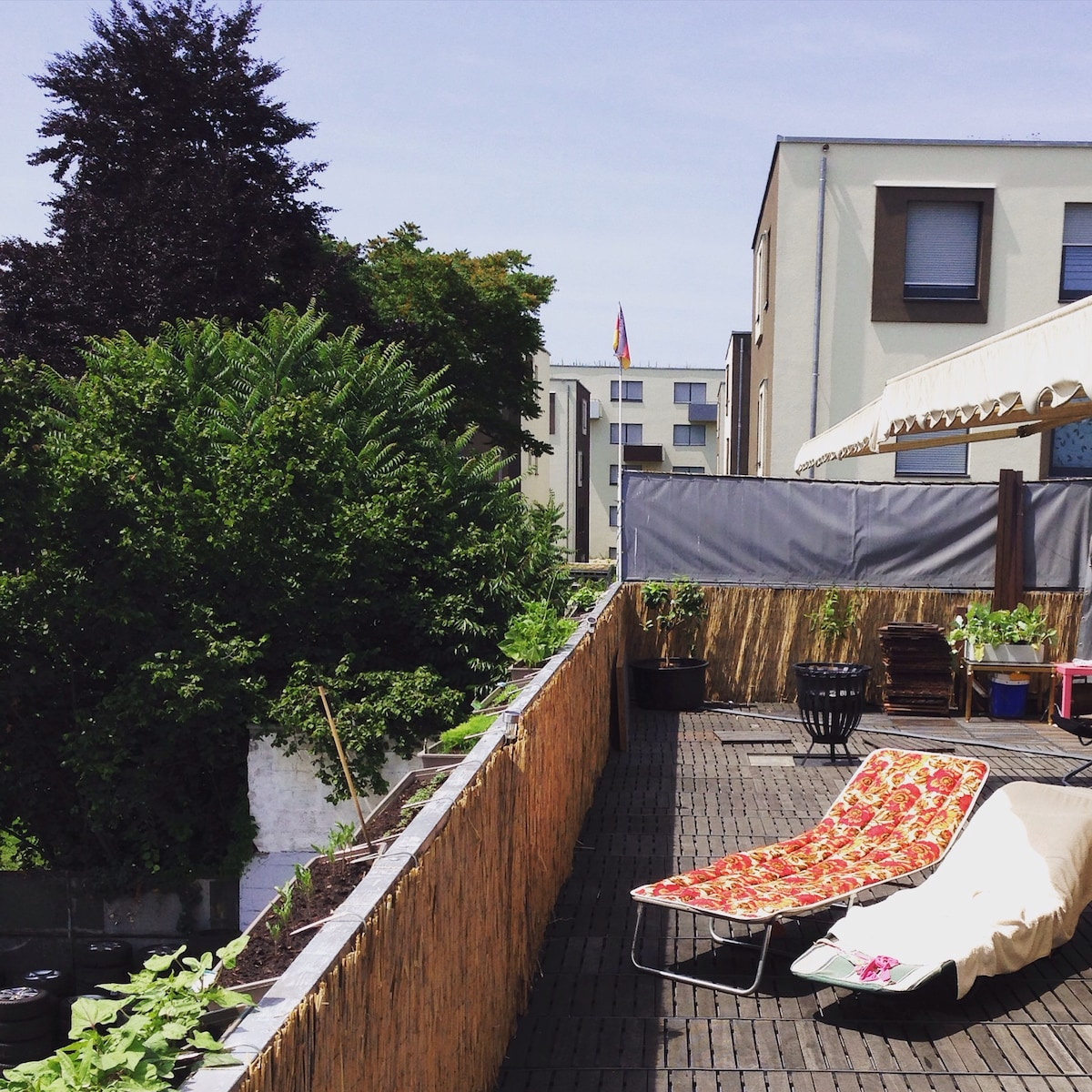 Cosy bed in rooftop penthouse flat!