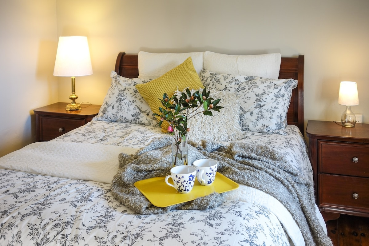 Private Room, Queen Bed in Goulburn