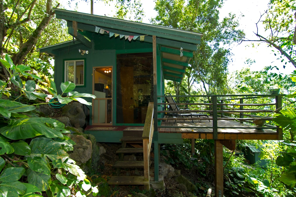 Sunset beach treehouse bungalow in haleiwa for Cabins in oahu