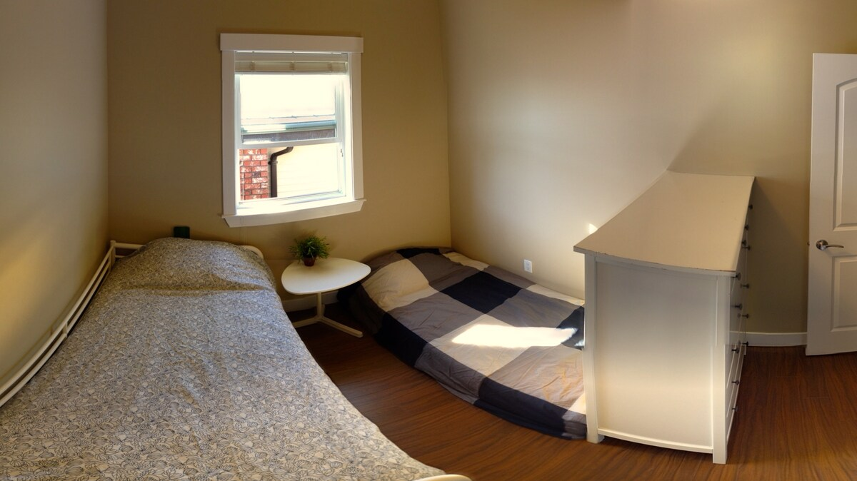 The OPTIONAL two bed configuration, with slide out second cot.