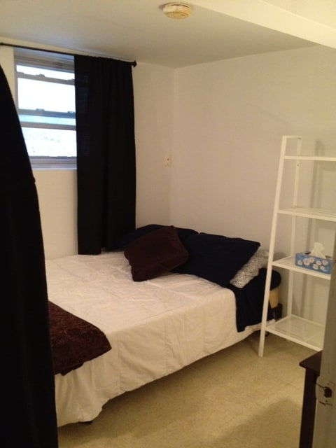 This newly painted, spacious private one bedroom apartment comes equipped with...