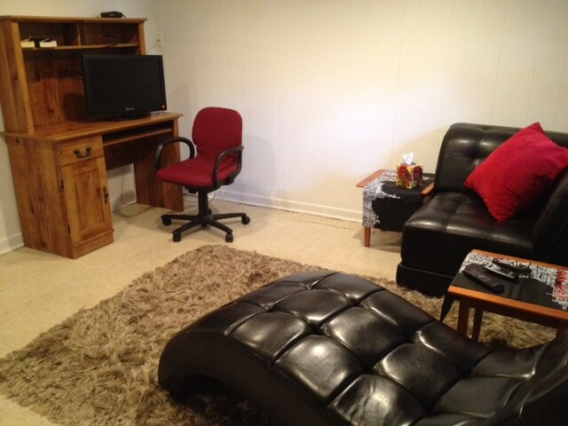 A brand new flat screen tv as well as desk and chair are also provided.