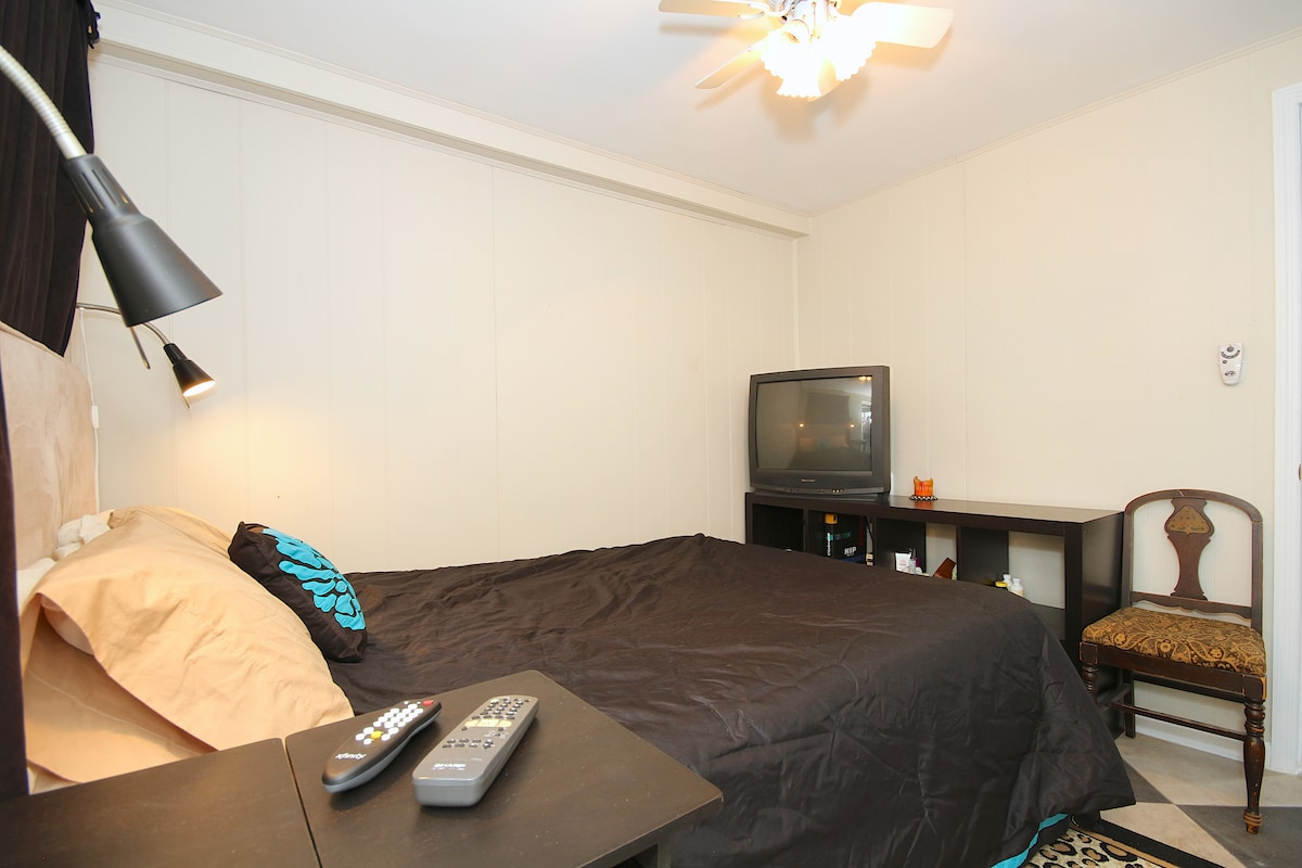 Queen size bed, cable tv, ceiling fan with  remote, shelves for storage.