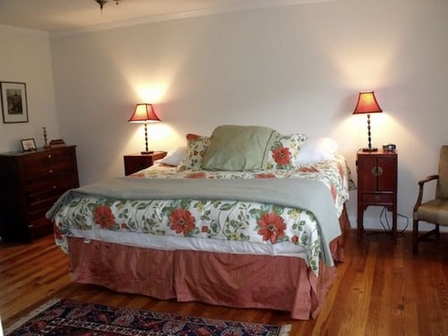 The Ledge House Bed & Breakfast: Suite 2 - Harpers Ferry