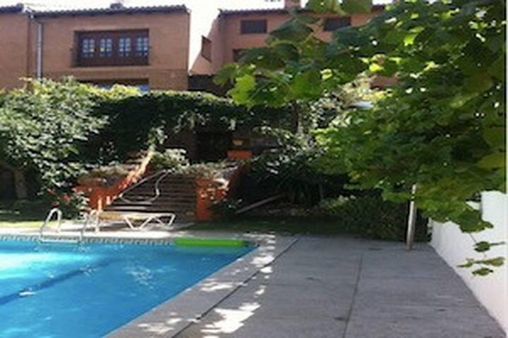 Casa con jardín y piscina en Segovia Capital