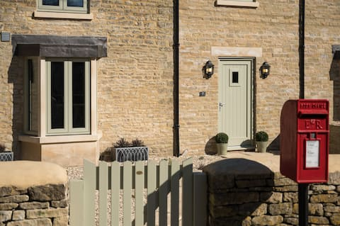 Old Cotswold Post House.   Newly Converted