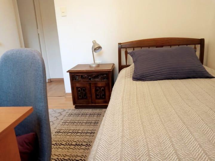 Cómoda habitación single, entrada independiente