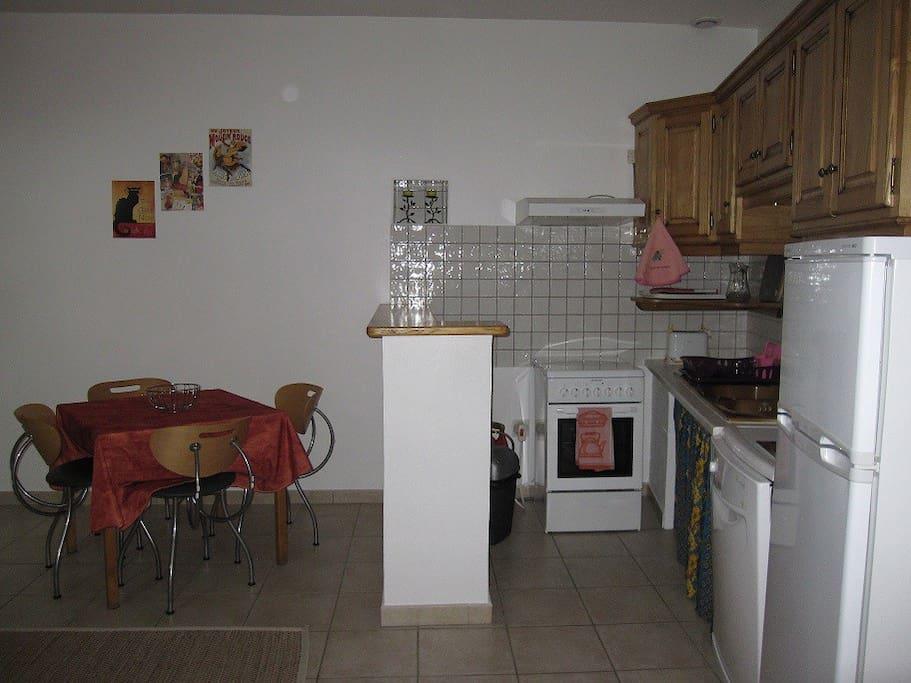 1er étage : La pièce à vivre, coins cuisine et repas