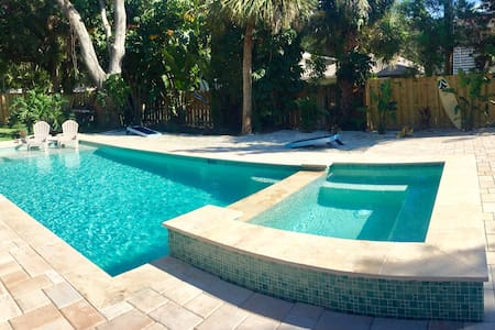WOW! Pool, Jacuzzi, Pool Table, Kayak & Near BEACH - Bradenton