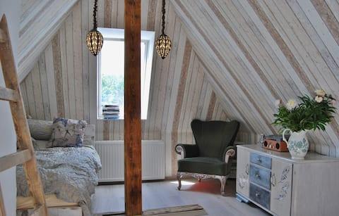 Cosy 2-storey attic apartment /green neighborhood
