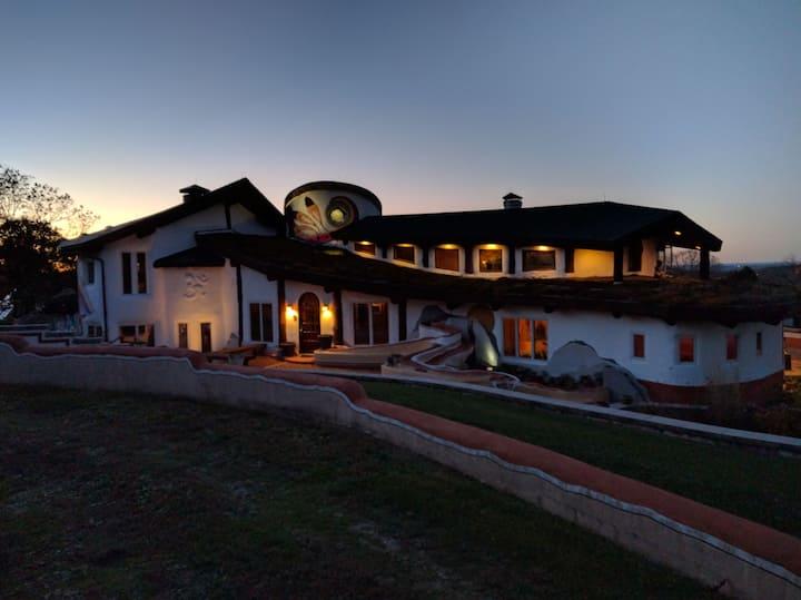 La Casa de David - The Lakota Room