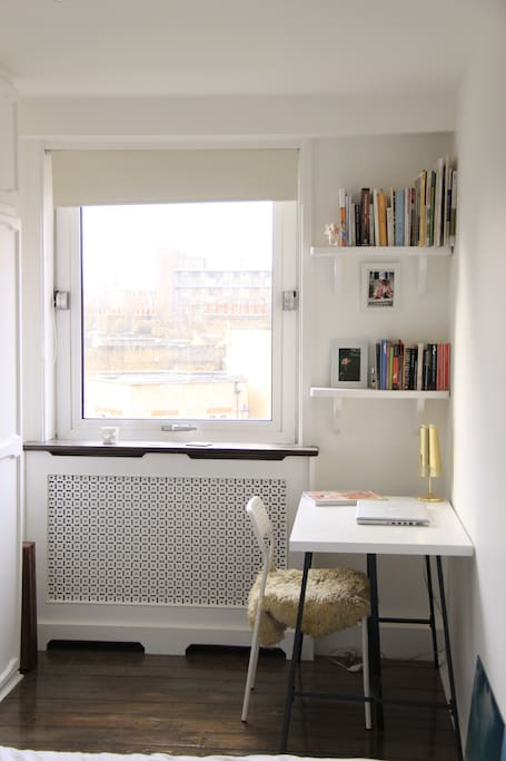 Beautiful and bright room with a desk