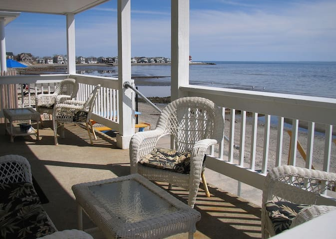 Direct waterfront beach house - Milford - Casa