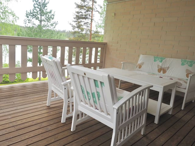 Home by lake Päijänne