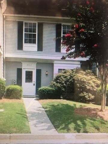 Clean 2 bedroom 2 story townhouse-great location