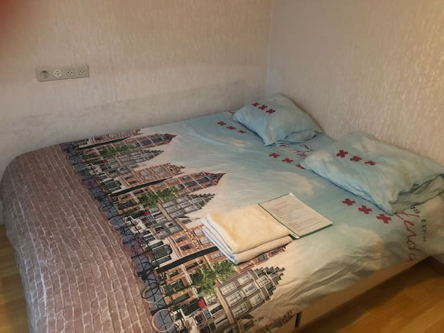 Cosy Room Near Amsterdam Central!