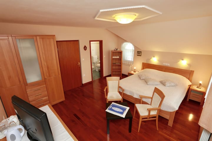 Apartments Krivec park and lake view suite - Bled - House