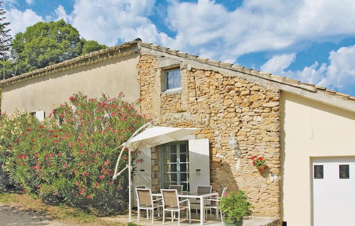 Stunning home in St Andre D´Olerargues with 2 Bedrooms