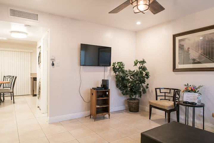 IMMACULATE CONDO quick access to the Strip