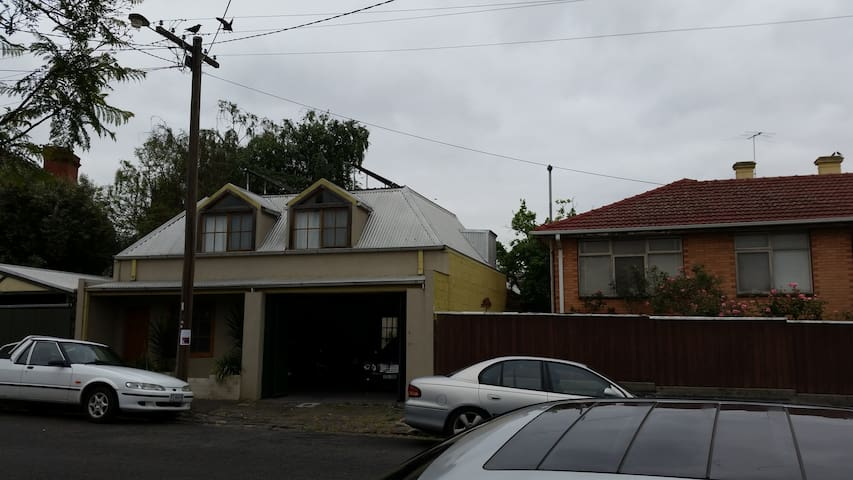 1st Floor Self Contained Studio Apartment - Flemington - Byt