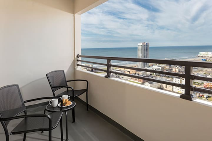 Luxury Condo, Atlantic City (A394)
