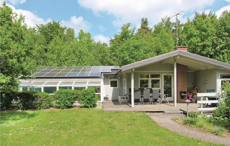 Holiday cottage with 5 bedrooms on 170m² in Glesborg