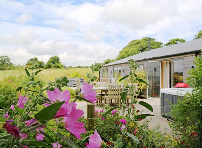 South Downs Cottages Sleeps 14, Exclusive high quality accessible holiday cottage complex set high in the tranquil South Downs National Park.