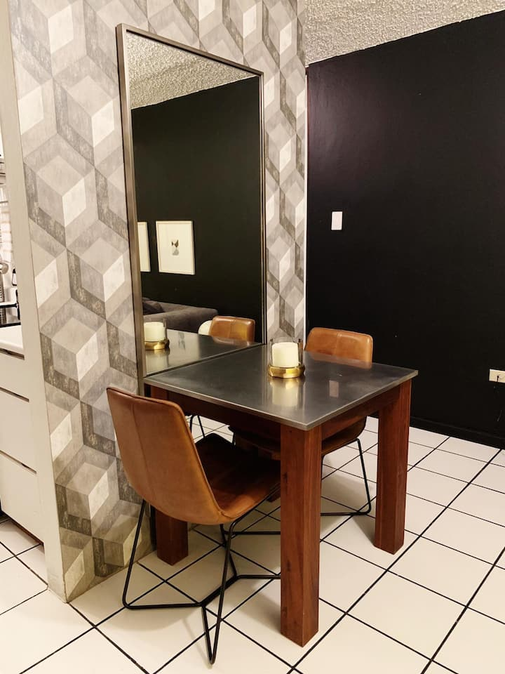 Modern Apartment Great Location