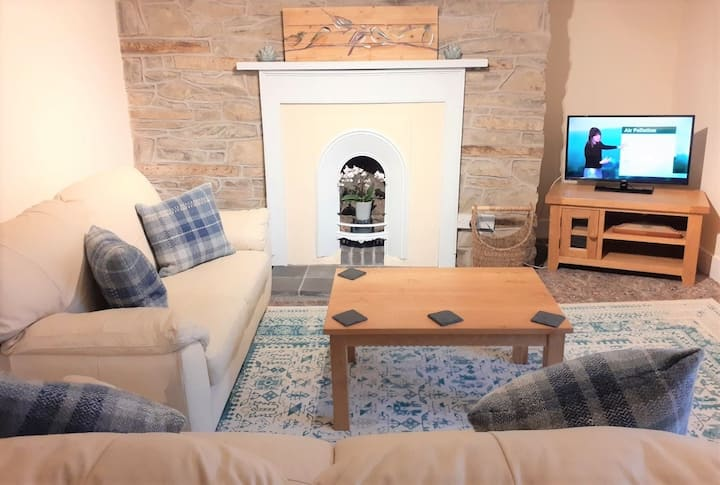 Castle Hotel Apartment 4 - Self Catering, Sleeps 2