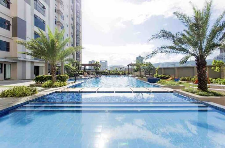 Sea-view 1BR in Horizons 101 Central Cebu