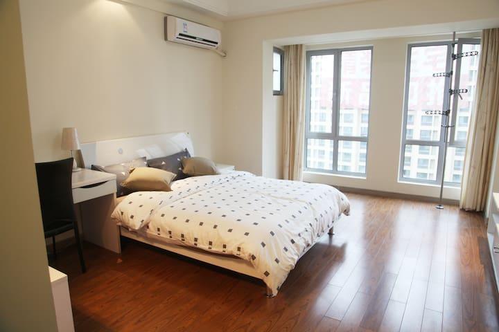 近徐家汇虹桥机场 欢乐谷 九号线直达 居家私密温馨简约功能型公寓 - Shanghai - Apartment