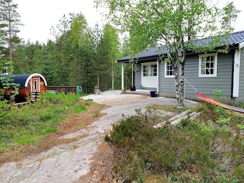 Cozy cottage & barrelsauna. Pets allowed. Rowboat