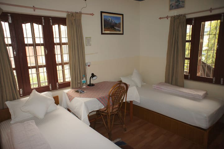 Central & Quiet Private Room with breakfast 02 - Pokhara