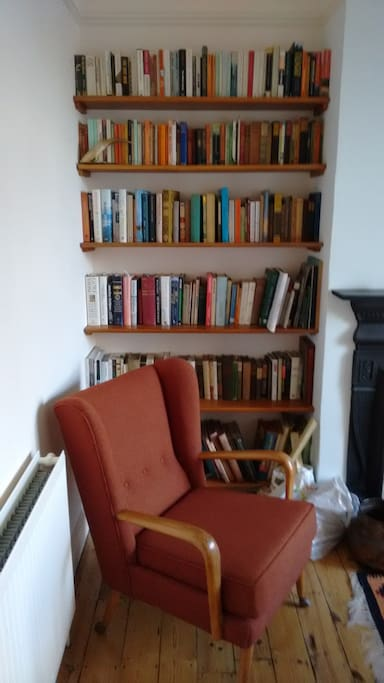 """Living room """"I would highly recommend this airbnb to my friends and family when they go to London."""" ***** (Hui Xin Teo, Singapore)"""