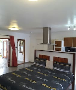 Newly renovated in very quiet area. - Kaapstad