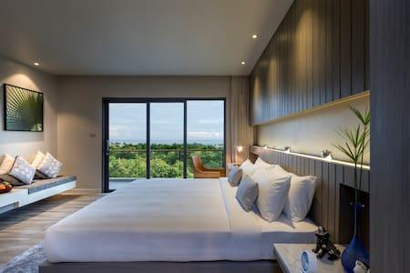 IKONIC Ocean View Room - Karon Beach - Bed & Breakfast
